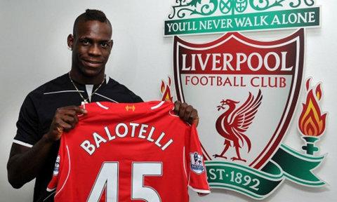 Colegii de la Liverpool i-au făcut o serenadă lui Mario Balotelli