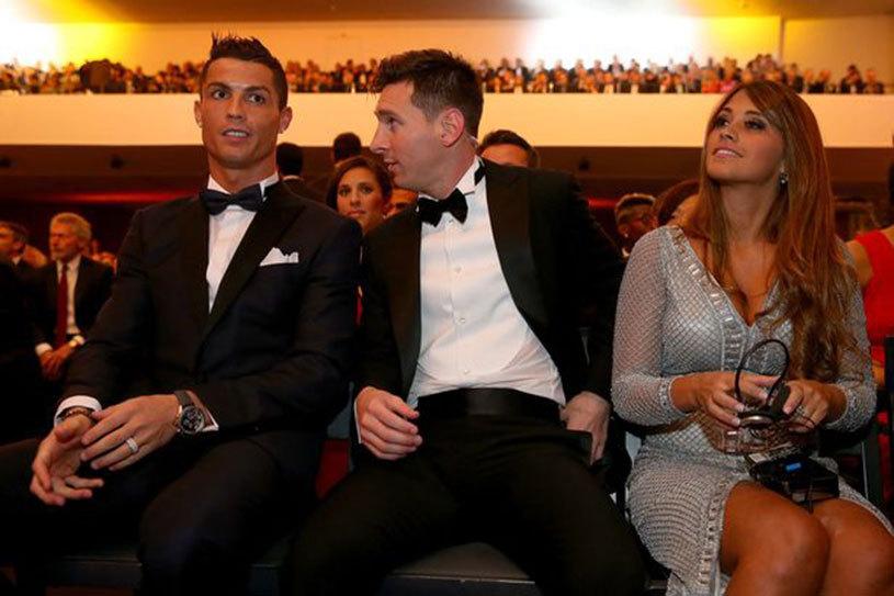 FOTO şi VIDEO | FAIL: un suporter a vrut neapărat să fie lângă Ronaldo la gala Balonului de Aur, dar a oferit cel mai haios moment al serii