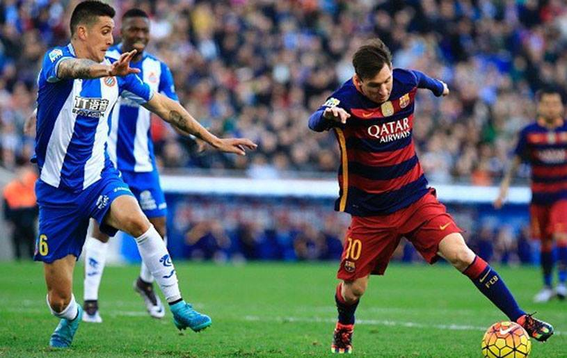 """Espanyol - Barcelona 0-2. Munir reuşeşte """"dubla"""", iar echipa lui Gâlcă ajunge la cinci meciuri fără victorie. Messi, fără gol marcat, dar cu o pasă de geniu la două zile  după ce a cucerit Balonul de Aur"""
