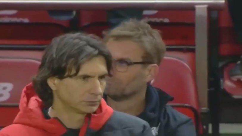 Încă o ciudăţenie de-a lui Klopp. Unde se uita germanul în timp ce Liverpool se califica în finală, la loviturile de la 11 metri