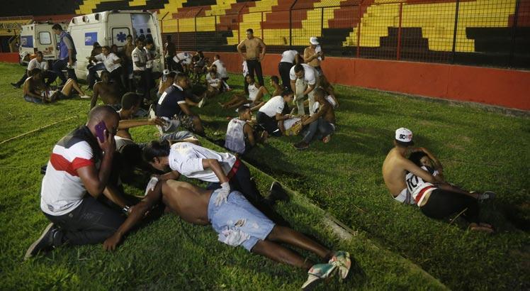 VIDEO | 30 de suporteri răniţi la un derby în Brazilia! Forţele de ordine au făcut prăpăd