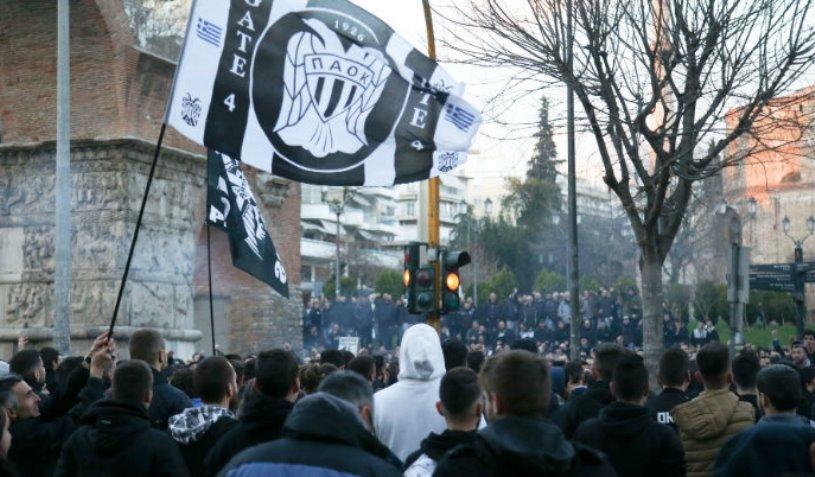 """""""Dacă PAOK nu e judecată corect, oraşul va arde!"""". Mii de oameni au ieşit pe străzile din Salonic pentru echipa antrenată de Răzvan Lucescu"""