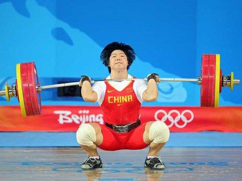 Au fost retrase trei medalii olimpice! 15 halterofili au fost prinşi dopaţi la reexaminarea probelor
