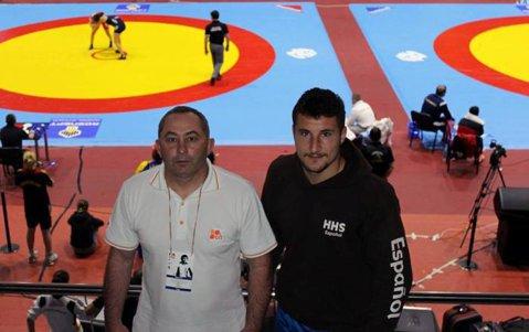 """Luptătorul care a slăbit 7 kilograme în două zile fără să mănânce. Ionuţ Buhăianu e campion naţional, bursier la Universitatea Alexandru Ioan Cuza şi în timpul liber schiază. """"Ştiu că am de dăruit sportului ceea ce merită"""""""