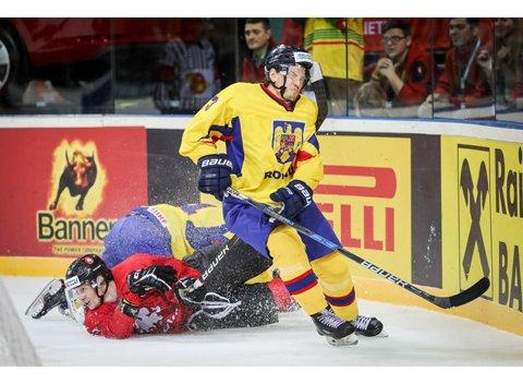 """Naţionala la hochei pe gheaţă are dificultăţi să-şi menţină locul în """"liga a treia"""" a Campionatului Mondial. Trei înfrângeri după trei meciuri la Kaunas"""