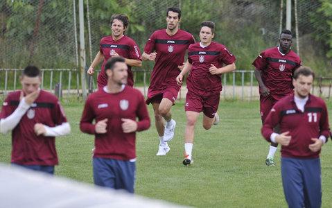"""Grevă la CFR. Jucătorii s-au săturat să mai aştepte banii: """"Nu ne mai antrenăm"""". Mureşan le-a transmis să """"aibă răbdare"""", fotbaliştii nu au mai ieşit pe teren. Reacţia lui Miriuţă"""
