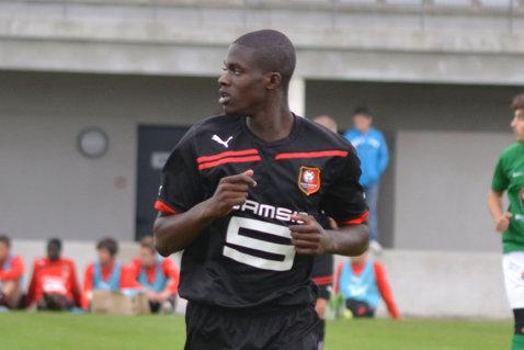 """Rapid îl va transfera pe Jean-Bryan Boukaka, un mijlocaş din liga a III-a franceză: Are o viteză de reacţie ieşită din comun"""""""