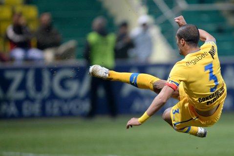 """Trei victorii la rând pentru Mulţescu şi """"lupii"""" sunt la două puncte de CFR. Petrolul - Ceahlăul 2-0. Geraldo şi Tamuz au înscris pentru gazde"""