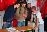 FOTO | Dinamoviştii au intrat deja în febra derby-ului cu Steaua: jucătorii lui Stoican au vândut bilete pentru marele meci