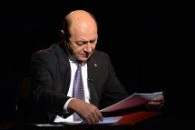 """""""Lasă-l, FRATE!"""" Băsescu, ce LOVITURĂ. S-a întâmplat în chiar ultima zi de mandat. """"O mizerie"""" Decizia Justiţiei care l-a..."""