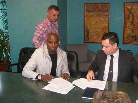 Célio Ferreira dos Santos a semnat cu Astra