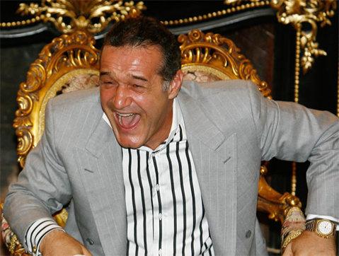 """Becali nu a mai rezistat şi a intrat în direct la TV prin intermediari. Telefonul fără fir la una dintre cele mai cunoscute televiziuni din România. Ce a spus """"Gheorghe"""""""