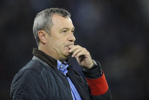 """""""Lupii"""" şchioapătă. Gaz Metan - Petrolul 0-0. Vasilache a ratat un penalty, Kronaveter a fost eliminat înainte să apuce să atingă mingea. Ploieştenii pot pica de pe podium"""