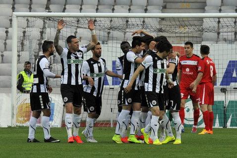 """La o mână de victorie. Henţul lui Bambara a interzis victoria Universităţii cu Gaz Metan, după un meci controlat de clujeni. """"U"""" Cluj - Gaz Metan Mediaş 1-1"""