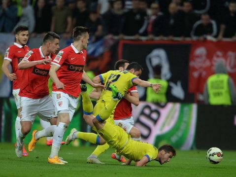 """Declaraţia zilei. Bărboianu are nevoie de reluări pentru a-şi da seama dacă l-a faultat pe Stanciu în careu: """"Nu pot să-mi dau seama dacă a fost penalty"""""""
