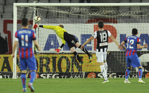 Veste bună pentru Steaua: Veselovsky a fost declarat liber de contract! Portarul slovac a fost una dintre ţintele roş-albaştrilor