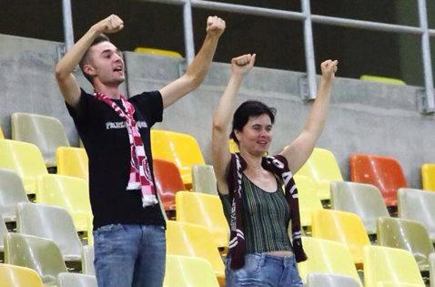 FOTO | Ei au reprezentat galeria CFR-ului la meciul cu Steaua! Reacţia fanilor Stelei în momentul în care suporterii clujenii au început să-şi susţină favoriţii