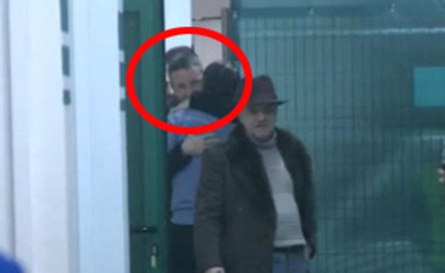 FOTO | Proaspăt eliberat, Mihai Stoica a mers la meciul Chiajna - Steaua. Fostul manager s-a îmbrăţişat şi s-a pupat cu Reghecampf. Ce mesaj i-a dedicat Varela