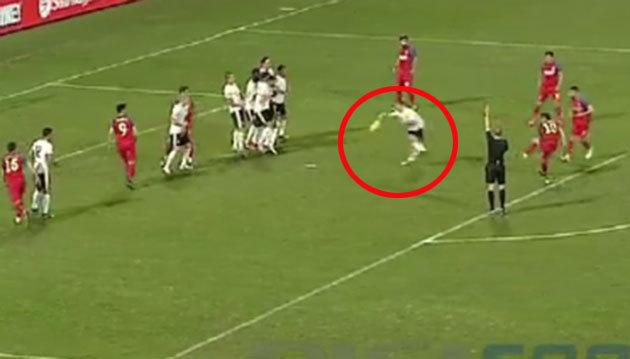 Steaua a avut un penalty neacordat în prima repriză. Rus a comis henţ în careu, dar arbitrul nu a acordat nimic
