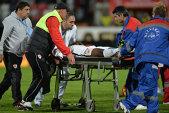 REVOLTĂTOR! 2 minute şi 47 de secunde. Atât a durat ca ambulanţa să intre pe teren pentru a-l transporta de urgenţă pe Ekeng, aflat inconştient pe teren. Reacţia medicului lui Dinamo