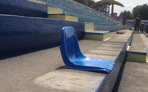 Scaune noi la arena din Copou. Se lucrează la foc continuu pentru ca meciul cu Hajduk Split să se dispute la Iaşi