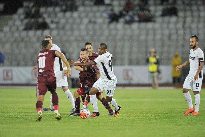 Au dat cu mingea-n baltă. Amorim a adus Astrei Supercupa, după un meci jucat pe un teren ca o piscină, în plin cod portocaliu de ploaie. Astra - CFR 1-0