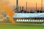 Craiova trăieşte la maximum meciul cu Steaua! FOTO şi VIDEO | Fanii olteni au mers la ultimul antrenament pentru a-i încuraja pe Ivan şi compania. Mesajul jignitor pe care l-au afişat