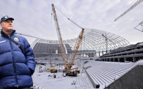 http://storage0.dms.mpinteractiv.ro/media/401/581/7946/16057355/13/geolgau-pe-stadionul-din-craiova.jpg