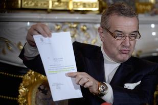 """Becali a scos actele şi face dezvăluiri: """"Trebuia să luăm Steaua în trei!"""" Planul din care mai făceau parte Piţurcă şi Păunescu: """"Deci a votat Piţi să fur eu Steaua, nu?!"""""""
