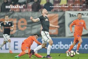 Dureros, dar pacientul trăieşte! Dinamo bate greu, 1-0 cu FC Botoşani, şi urcă temporar pe loc de playoff. Moldovenii au ratat ocazii incredibile, dar Hanca salvează debutul lui Contra