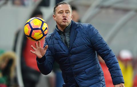 """Reghecampf, despre jucătorul lui Dinamo """"ochit"""" de Becali: """"Eu l-am promovat, îl cunosc foarte bine, dar discuţiile despre transfer nu sunt bune"""""""