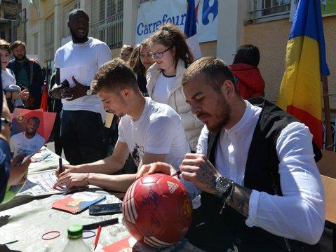 VIDEO   Alibec, Florin Tănase şi Gnohere s-au întors la şcoală. FCSB îşi promovează vedetele în faţa elevilor înaintea derby-ului cu Dinamo