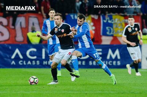 Nervi întinşi la maximum între CS U Craiova şi Dinamo! Bancu a fost faultat violent în careu, dar Haţegan s-a făcut că nu vede. FOTO cu faza judecată greşit de central