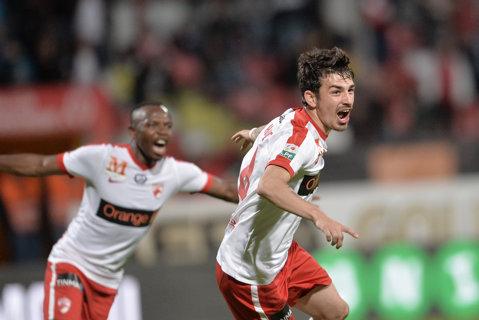 La picioarele lui Hanca. Dinamo învinge cu 2-1 pe Viitorul prin dubla mijlocaşului şi urcă pe podium. Echipa lui Hagi poate rămâne la 5 puncte în spatele liderului dacă FCSB învinge la Cluj