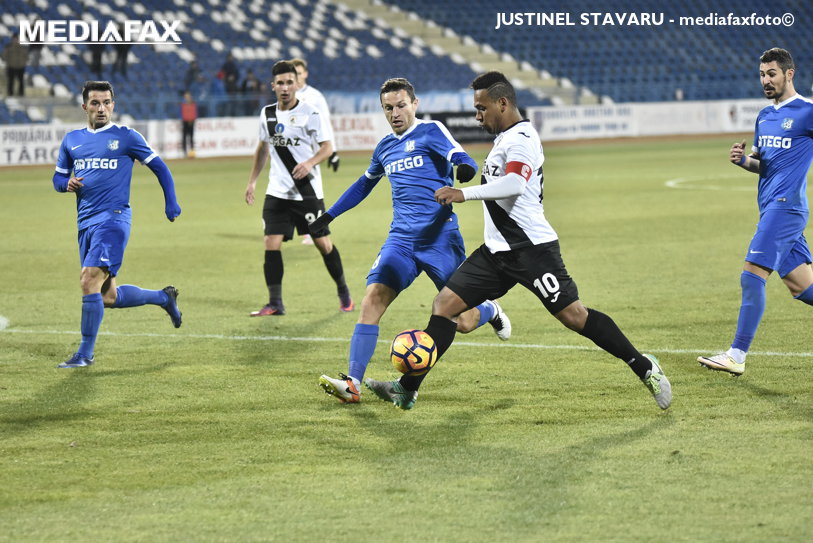Pandurii Târgu Jiu va fi penalizată cu trei puncte în sezonul următor, dacă se va menţine în Liga 1. ASA Târgu Mureş ar fi început campionatul cu 6 puncte în minus