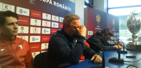 """Se apropie clipa despărţirii! Şumudică nu s-a mai putut abţine şi a izbucnit în plâns: """"Simt că e sfârşitul"""". Discursul emoţionant al antrenorului înainte de finala Cupei României"""
