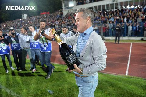 """Becali a făcut primul """"11"""" pentru Champions League cu doi jucători care n-au ajuns încă la FCSB. """"Vă place, nu!?"""" Surpriza din echipa lui Dică"""