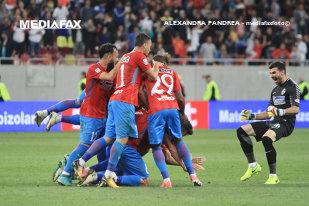 FOTO | FCSB şi-a prezentat lotul pentru noul sezon! Marea surpriză pregătită de Dică: un mijlocaş de 17 ani