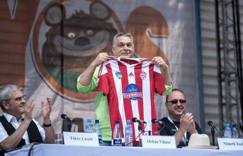 Nou promovata Sepsi are un suporter important! Viktor Orban, premierul Ungariei, s-a fotografiat cu tricoul echipei din Sfântu Gheorghe