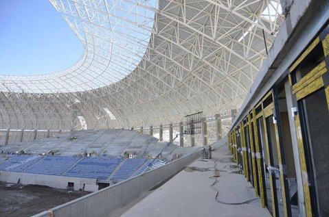 Pare banc, dar nu e! FOTO | Noi probleme la stadionul din Craiova. Ce au descoperit constructorii când au vrut să monteze acoperişul