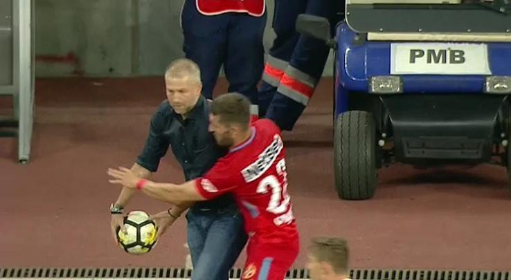 """Edi Iordănescu, despre faza în care a fost îmbrâncit de Ovidiu Popescu: """"Ar trebui să aibă mai mult respect!"""" Înţepături spre arbitraj după remiza cu FCSB"""