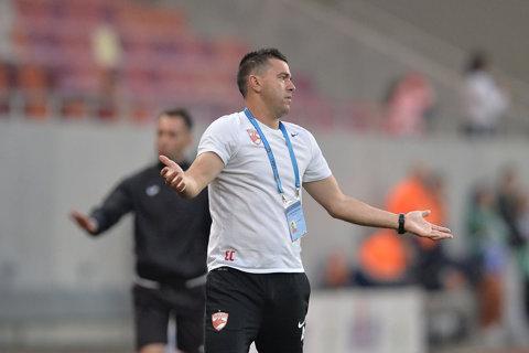 """Cosmin Contra dă de pâmânt cu fotbaliştii lui Dinamo: """"Chiar nu avem minte? Nu-mi explic, e inadmisibil!"""". Antrenorul l-a taxat pe Hanca, dar îl menajează pe Katsikas"""