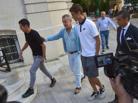 Detaliile transferurilor lui Benzar şi Nedelcu la FCSB! Unul a fost dorit insistent de Dică, celălalt a primit cea mai bună ofertă din partea vicecampioanei