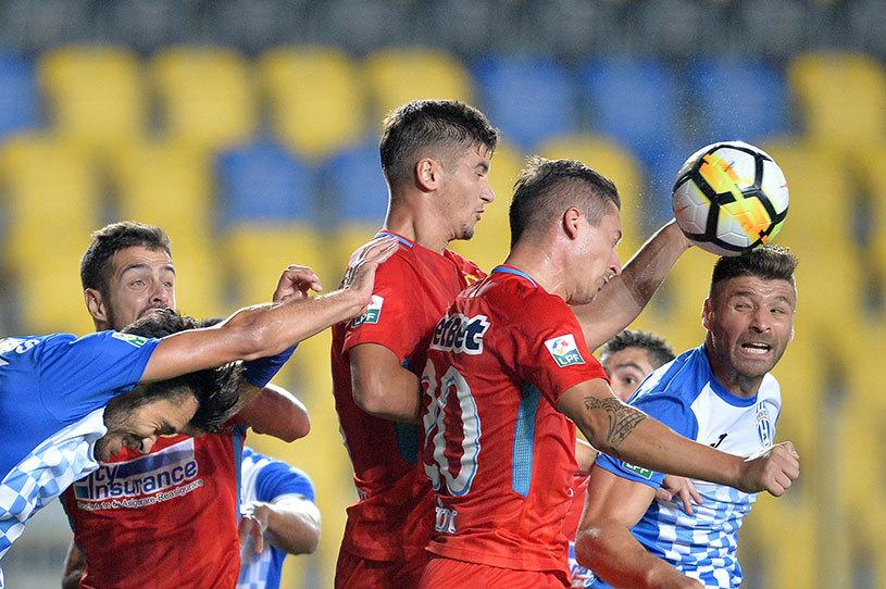 """""""Nici lui nu-i place! Urăşte postul ăsta!"""" Motivele pentru care Nedelcu nu ar trebui folosit fundaş central: aşa s-a ajuns la autogolul lui Artur Jorge"""