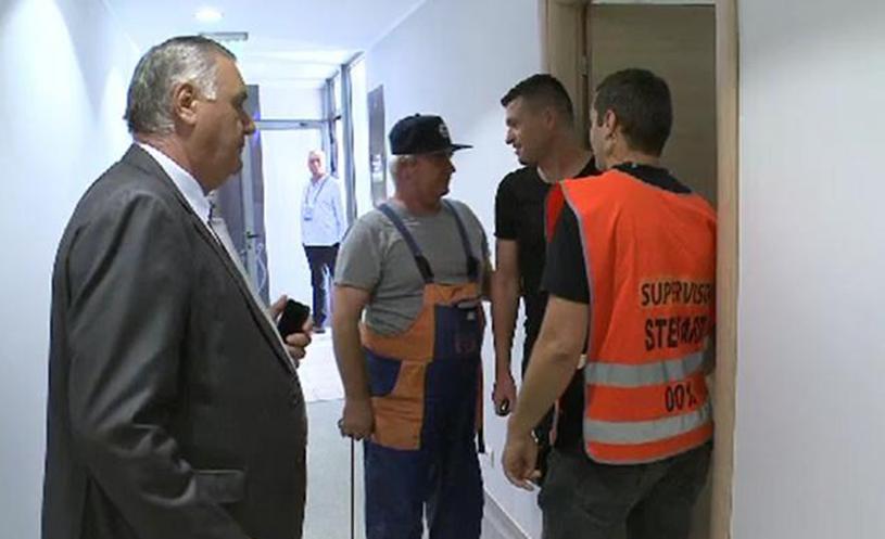 Scene incredibile la Astra - Juventus Bucureşti. Daniel Opriţa a fost oprit cu stewarzii din drumul spre vestiare la ordinul lui Chivorchian