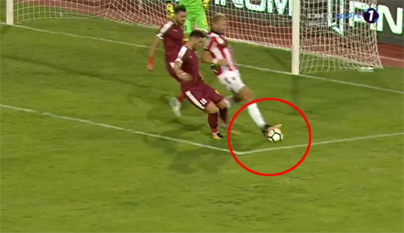 FOTO | Cel mai comic penalty acordat în acest sezon. Nemec a călcat în careu pe minge, dar Marius Avram le-a dat dinamoviştilor lovitură de la 11 metri