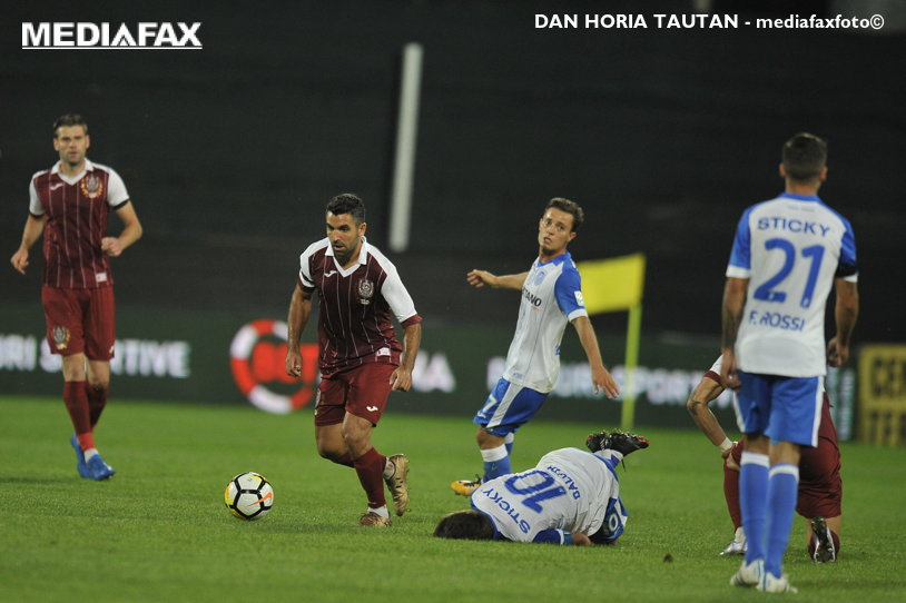 """Derby la tensiune maximă. CFR a câştigat meciul """"cu scandal"""", cu CSU Craiova, iar arbitrul Comănescu a enervat pe toată lumea"""
