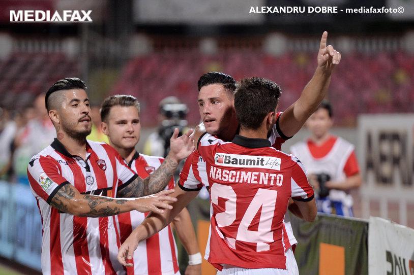 """Cornel Dinu l-a făcut PRAF pe unul dintre fotbaliştii lui Contra, după înfrângerea cu ACS Poli!: """"La maniera în care aleargă, nu prinde nici măcar un tramvai"""""""