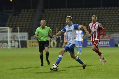 Bancu pedepsi pe Sepsi! Gol decisiv şi penalty obţinut de căpitanul Craiovei într-un nou meci greu în faţa covăsnenilor, la Braşov. Oltenii au urcat pe locul 2 după 3-2 cu Sfântu Gheorghe