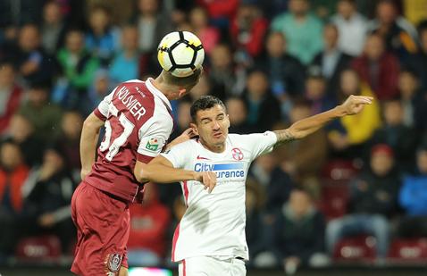 """Romario Benzar a fost scos din minţi de Haţegan: """"Am avut un penalty evident, pur şi simplu n-a vrut să dea! Am avut noroc că nu mi-a rupt piciorul"""""""
